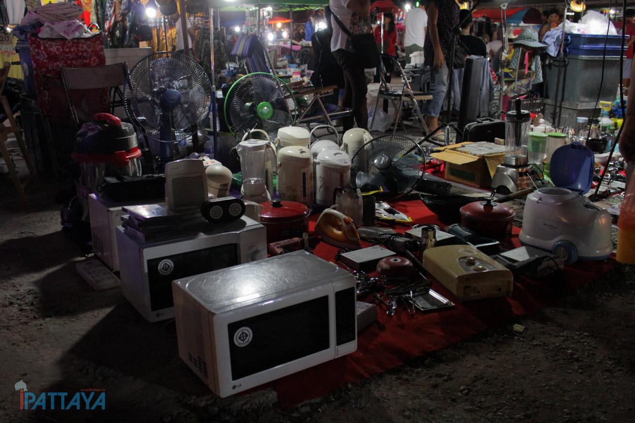 ตลาดควายกลางเมือง แหล่งรวมของมือสองพัทยา Ipattaya เที่ยว