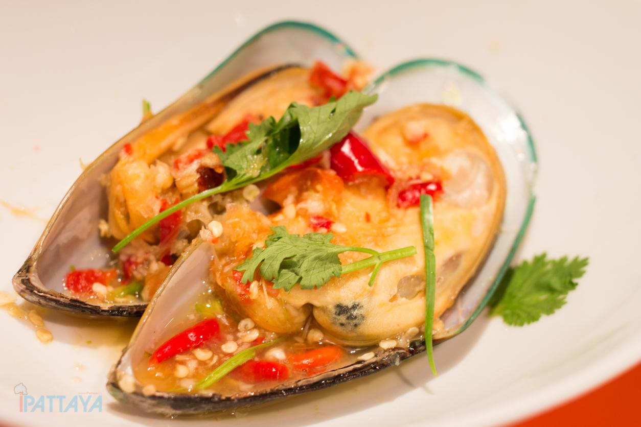 seafood buffet pattaya marriott courtyard pattaya12